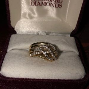 FALL PRICE DROP14 KT Diamond Ring lots of diamonds